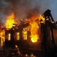В Троицке из за пожара мать с сыном остались без крыши над головой